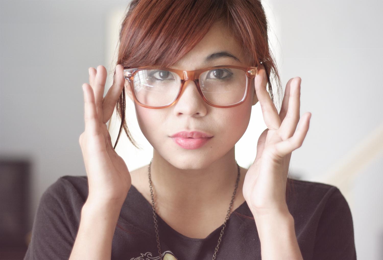 「メガネ女性 フリー画像」の画像検索結果